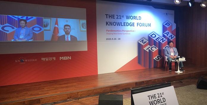 Yatırım Ofisi Başkanı Dünya Bilgi Formuna Katılmasına Ait Görsel