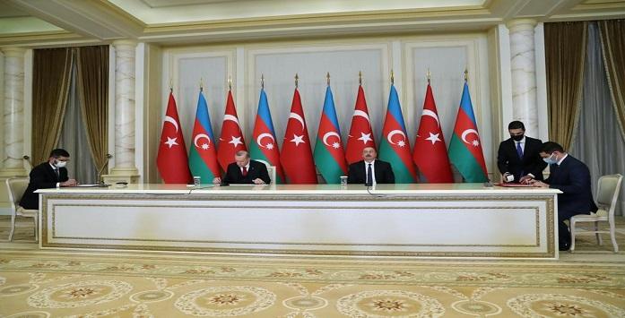Cumhurbaşkanı Erdoğan ve Aliyev'in Aynı Masada Otururken Çekilmiş Fotoğrafı