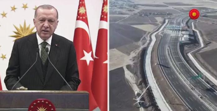 Recep Tayyip Erdoğan'ın Ankara-Niğde Otoyolunun Açılışını Gerçekleştirirken Çekilmiş Fotoğrafı