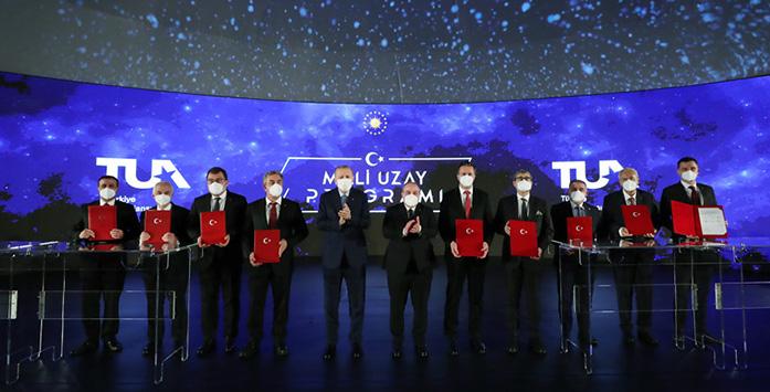 Recep Tayyip Erdoğan ve Türkiye Milli Uzay Programı Töreninde Çekilmiş Fotoğraf