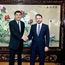 Photograph of Berat Albayrak Shaking Hands with a Chinese Investor