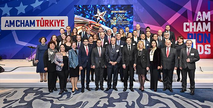 Yatırım Ofisi Başkanının Konuşma Yaparken Çekilmiş Fotoğrafı