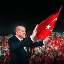 Recep Tayyip Erdoğan'ın Türkiye Bayrağı ile Çekilmiş Fotoğrafı