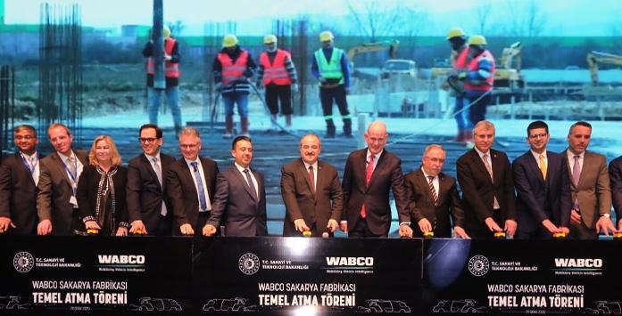 WABCO- Törene Katılan Sanayi ve Teknoloji Bakanı Mustafa Varank ve Diğer Katılımcıların Yer Aldığı Görsel